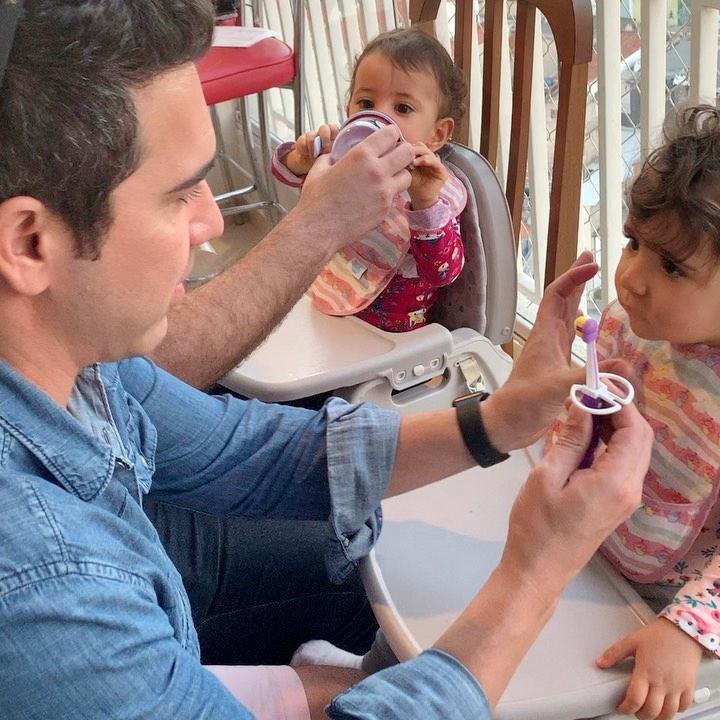 Hoje foi dia de escovar dente de princesinha