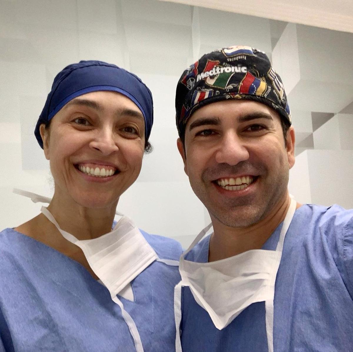 Minha parceira de hoje na cirurgia de pálpebras, Dra. Leila Freire